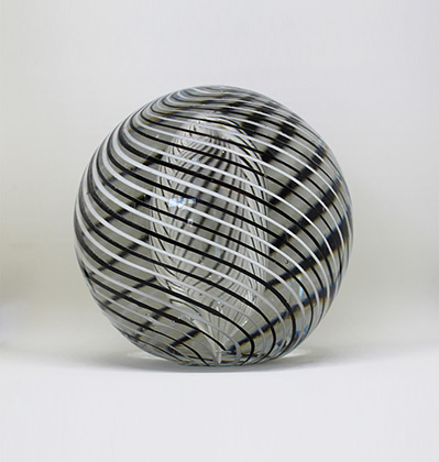 헤이 오브제 (유리 문진) HAY Ro Glass Paper Weight Black and White Large